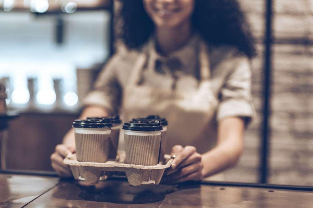 вершок фотки с кофе в стаканчике и человек несколько минут ароматное