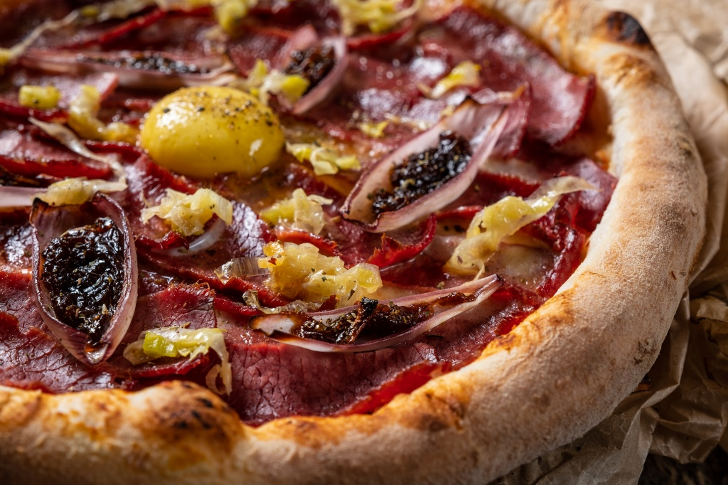 Rossini_Meat pizza with pastrami and corn beef.jpg